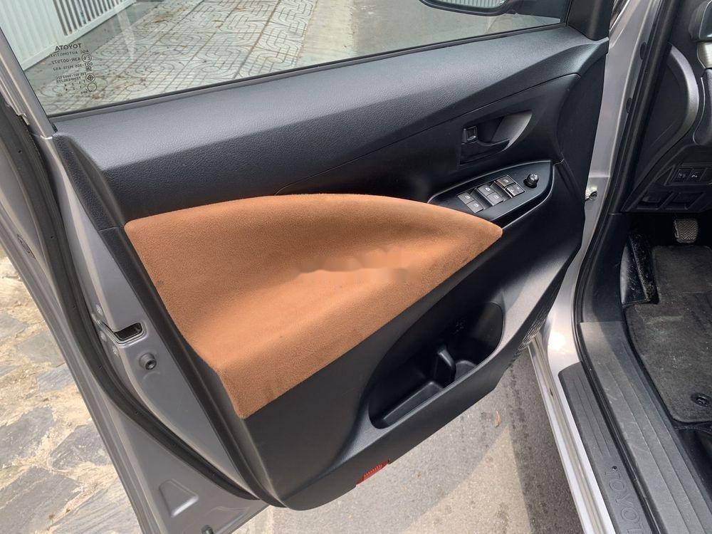 Bán xe Toyota Innova đời 2017, màu bạc số sàn, 625tr (8)