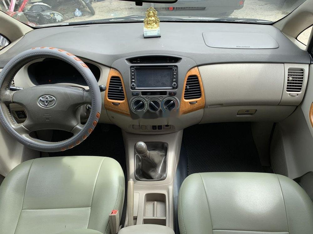 Cần bán Toyota Innova sản xuất 2010, gia đình sử dụng bảo quản kỹ (6)