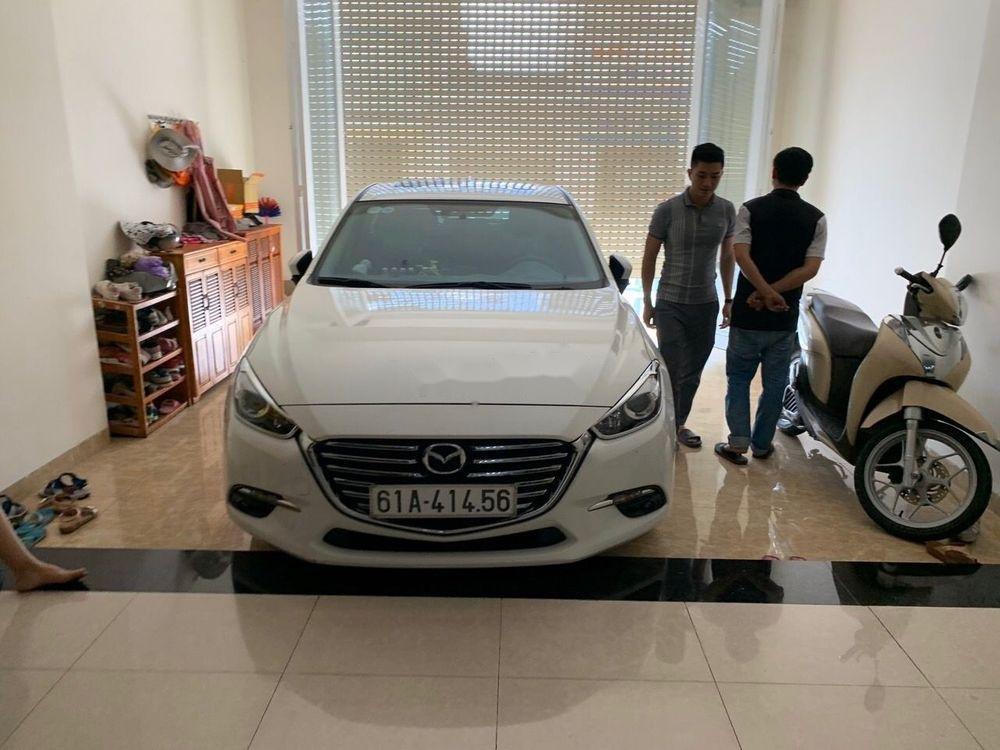Cần bán lại xe Mazda 3 sản xuất 2017, màu trắng giá tốt (1)