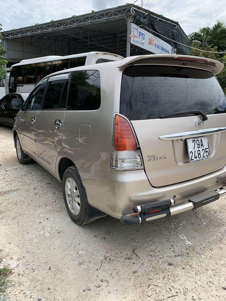Cần bán Toyota Innova sản xuất 2010, gia đình sử dụng bảo quản kỹ (4)