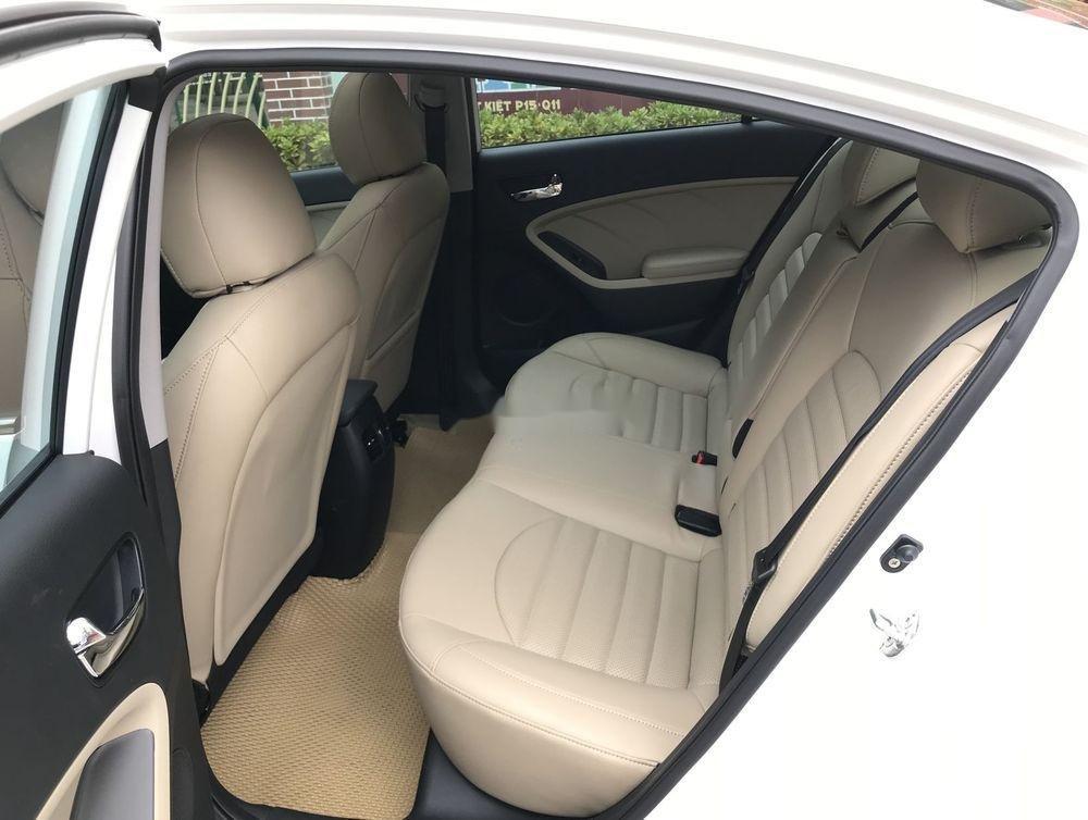 Cần bán gấp Kia Cerato 1.6 AT 2018, màu trắng số tự động, giá tốt (9)