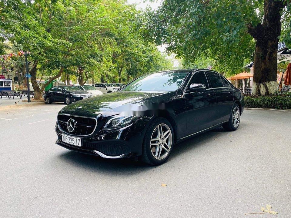 Cần bán gấp Mercedes E250 sx 2017, màu đen (1)