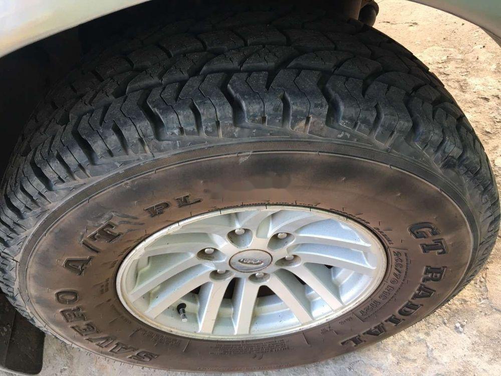 Cần bán lại Ford Everest năm 2006, màu bạc, số sàn, giá cạnh tranh (9)