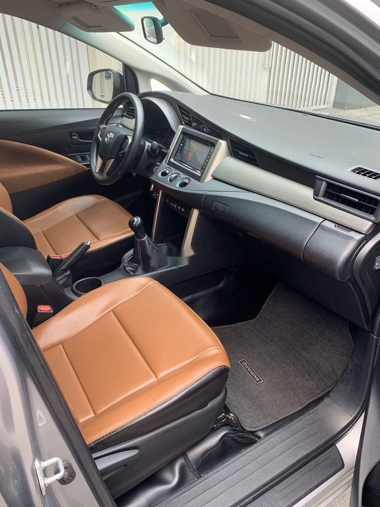 Bán xe Toyota Innova đời 2017, màu bạc số sàn, 625tr (7)