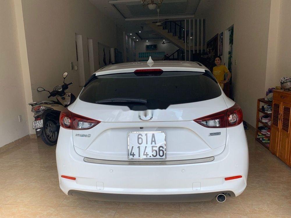 Cần bán lại xe Mazda 3 sản xuất 2017, màu trắng giá tốt (2)