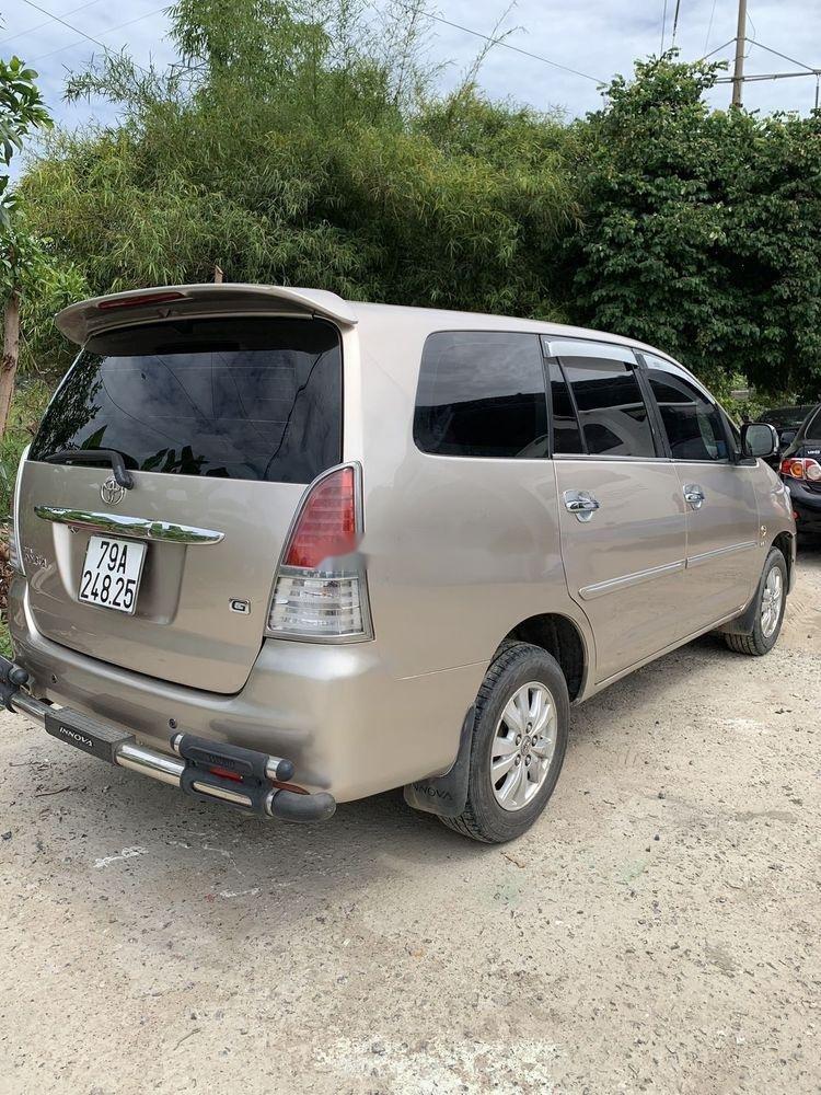 Cần bán Toyota Innova sản xuất 2010, gia đình sử dụng bảo quản kỹ (3)
