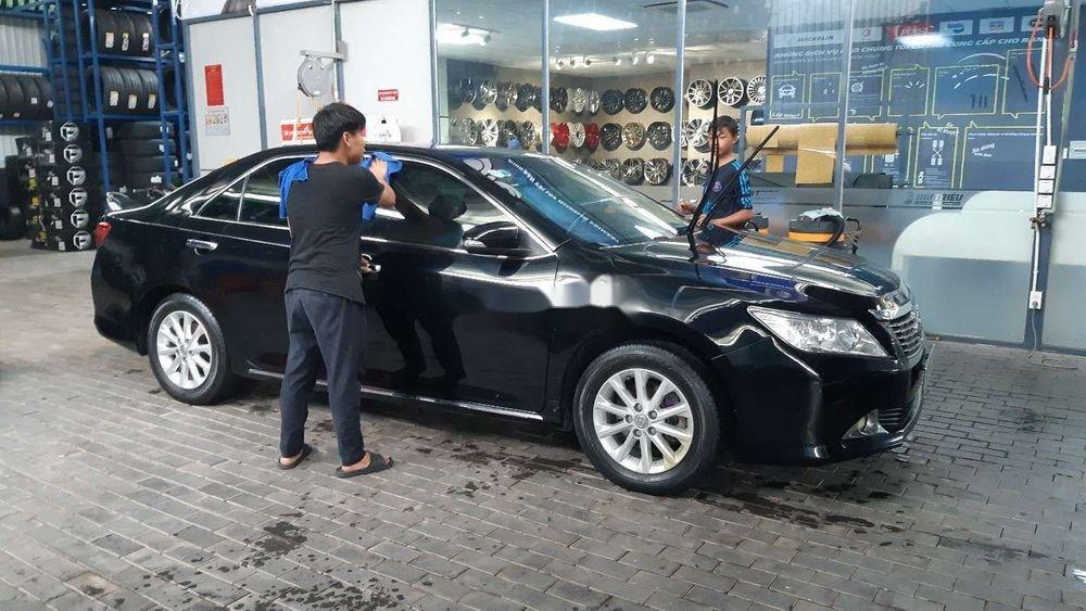 Bán xe Toyota Camry 2.0E năm 2014, màu đen chính chủ (1)