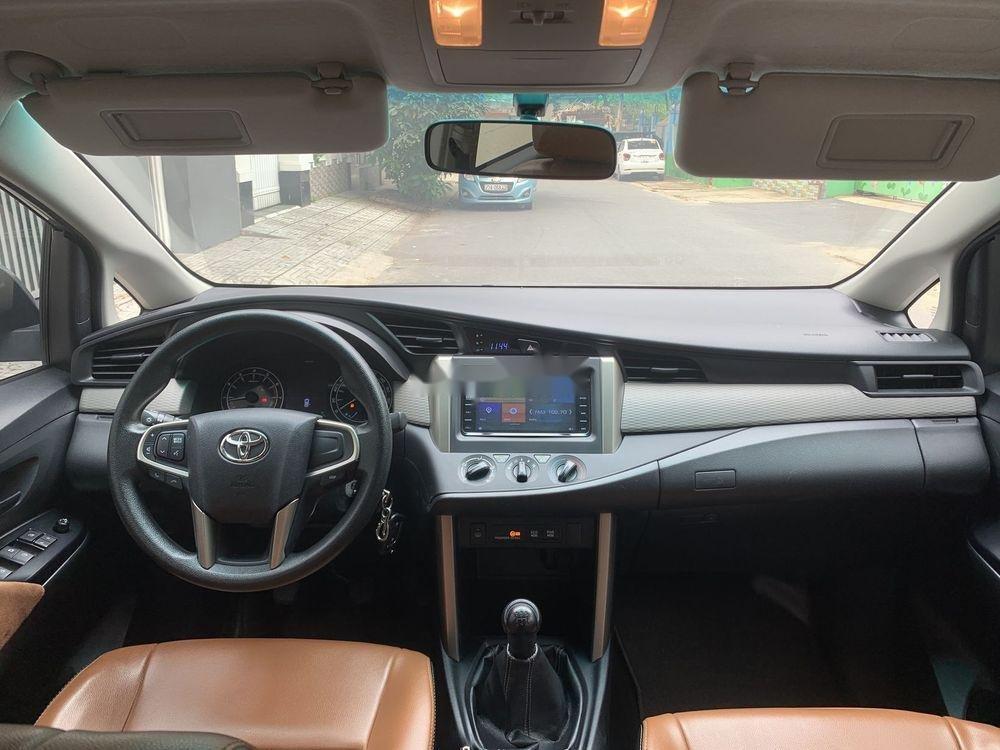 Bán xe Toyota Innova đời 2017, màu bạc số sàn, 625tr (5)