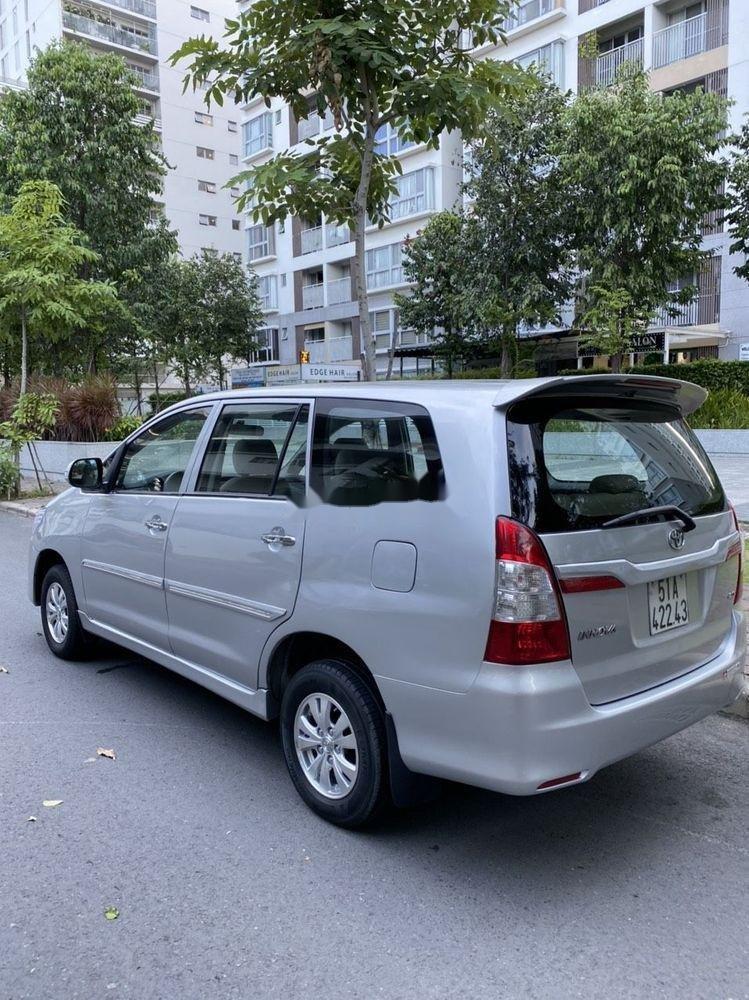 Xe Toyota Innova năm 2012, màu bạc giá cạnh tranh (6)