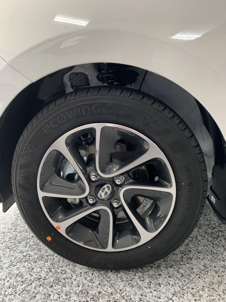 Bán Hyundai Grand i10 sản xuất 2019, màu trắng, 330 triệu (3)