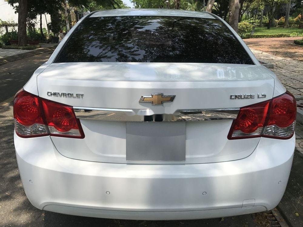 Bán Chevrolet Cruze đời 2014, màu trắng số sàn (4)
