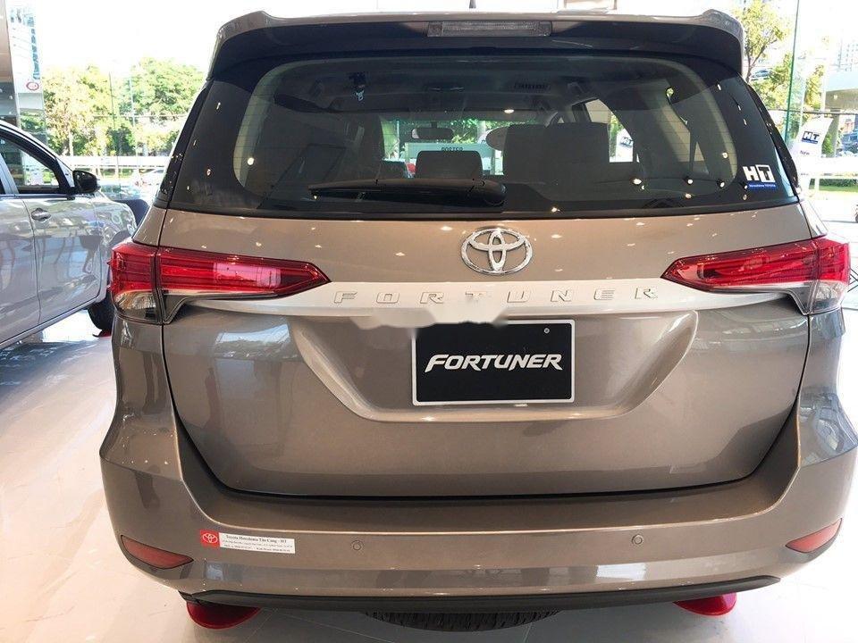 Bán xe Toyota Fortuner 2.4 đời 2019, máy dầu, giá tốt (4)