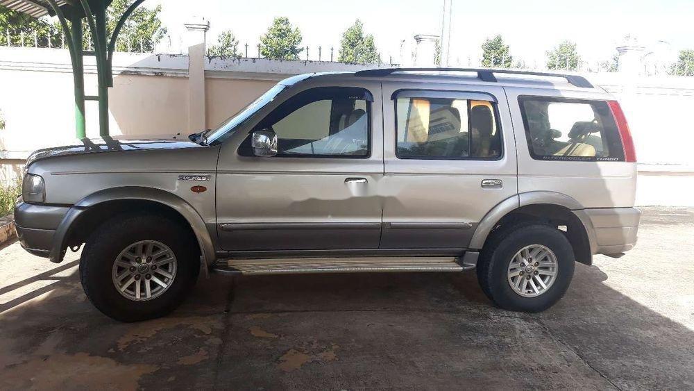 Cần bán lại Ford Everest năm 2006, màu bạc, số sàn, giá cạnh tranh (2)