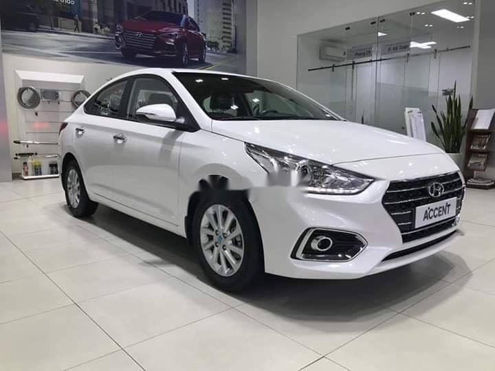 Cần bán xe Hyundai Accent 2019, màu trắng, giá tốt (2)