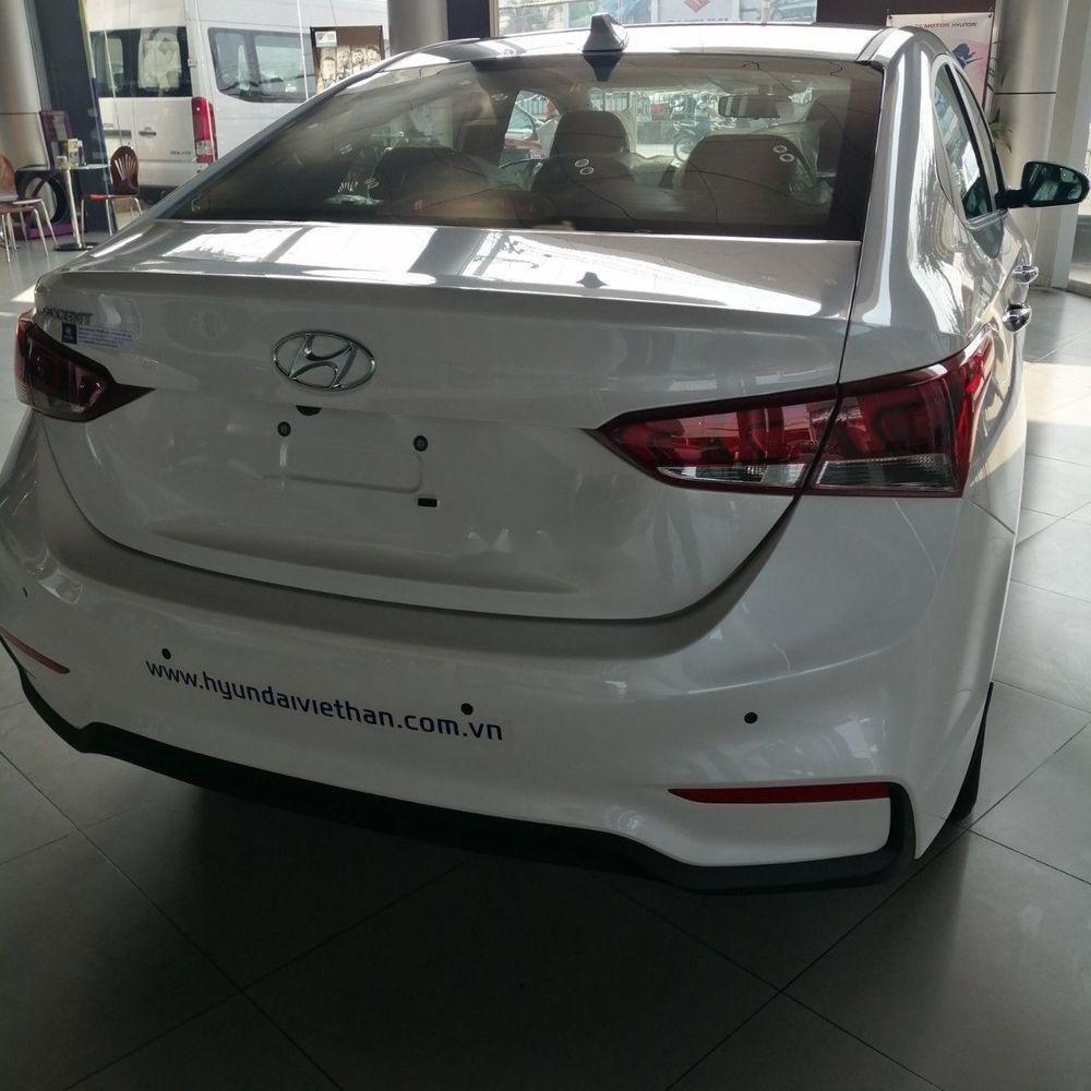 Bán xe Hyundai Accent sản xuất năm 2019, màu trắng (5)