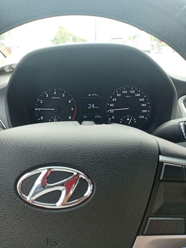 Cần bán lại xe Hyundai Accent sản xuất 2019, xe nhập, số sàn (2)