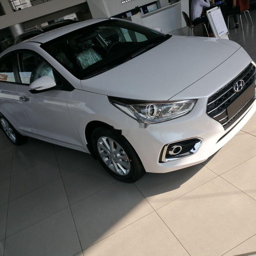 Bán xe Hyundai Accent sản xuất năm 2019, màu trắng (3)