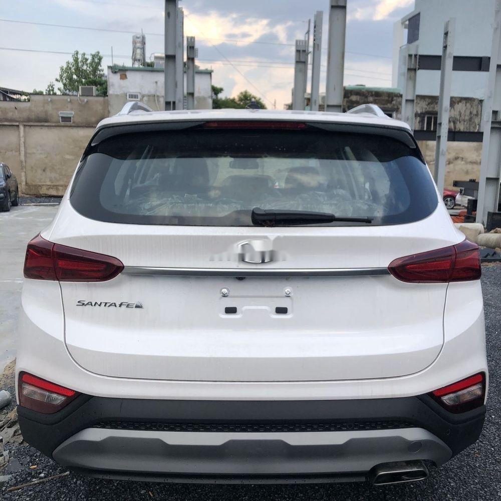 Bán Hyundai Santa Fe năm sản xuất 2019, màu trắng, giá chỉ 995 triệu (4)