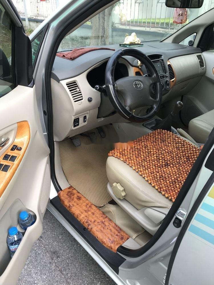 Cần bán Toyota Innova G đời 2010, màu bạc, nhập khẩu nguyên chiếc còn mới, giá chỉ 365 triệu (4)