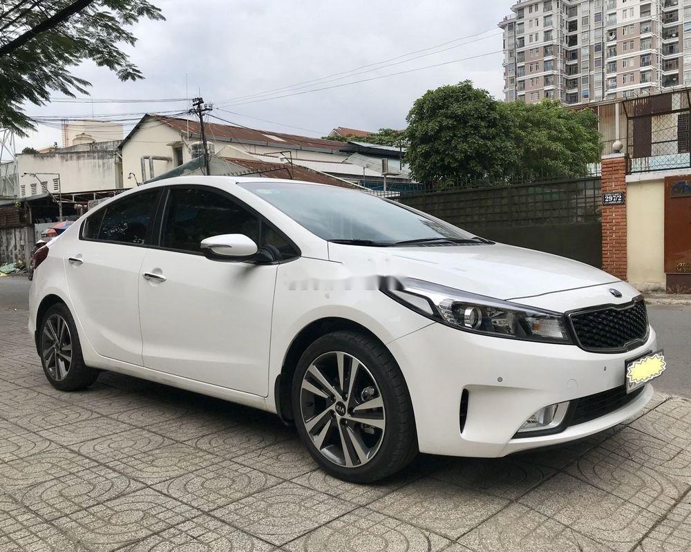 Cần bán gấp Kia Cerato 1.6 AT 2018, màu trắng số tự động, giá tốt (1)