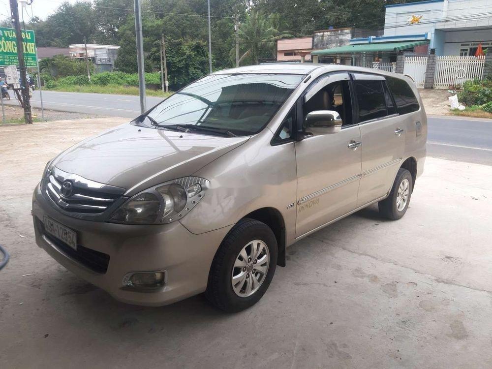 Cần bán xe Toyota Innova năm 2008, nhập khẩu xe gia đình, giá tốt (4)