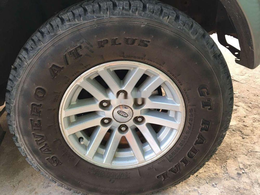 Cần bán lại Ford Everest năm 2006, màu bạc, số sàn, giá cạnh tranh (10)