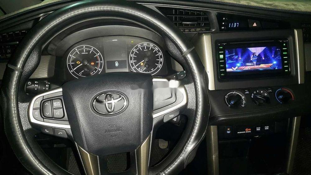 Bán ô tô Toyota Innova năm 2017, màu đồng ánh kim (11)