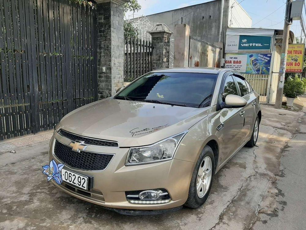 Cần bán Chevrolet Cruze năm 2010, màu vàng, chính chủ, giá tốt (1)
