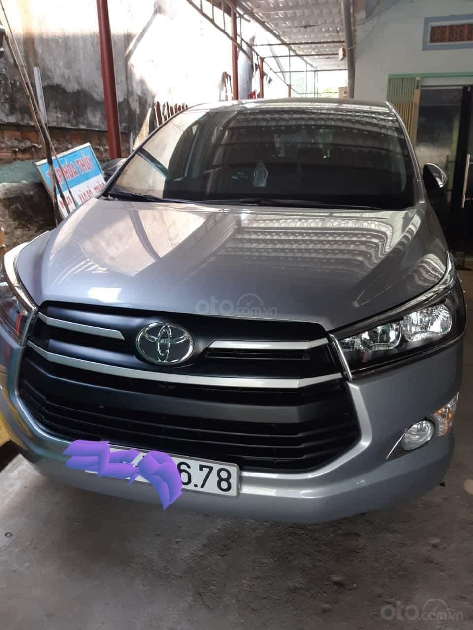 Cần bán Toyota Innova 2018, màu bạc mới 95% giá tốt 710 triệu đồng (1)