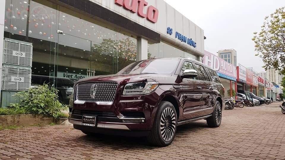 Cần bán Lincoln Navigator sx 2019, màu đỏ, xe nhập (2)