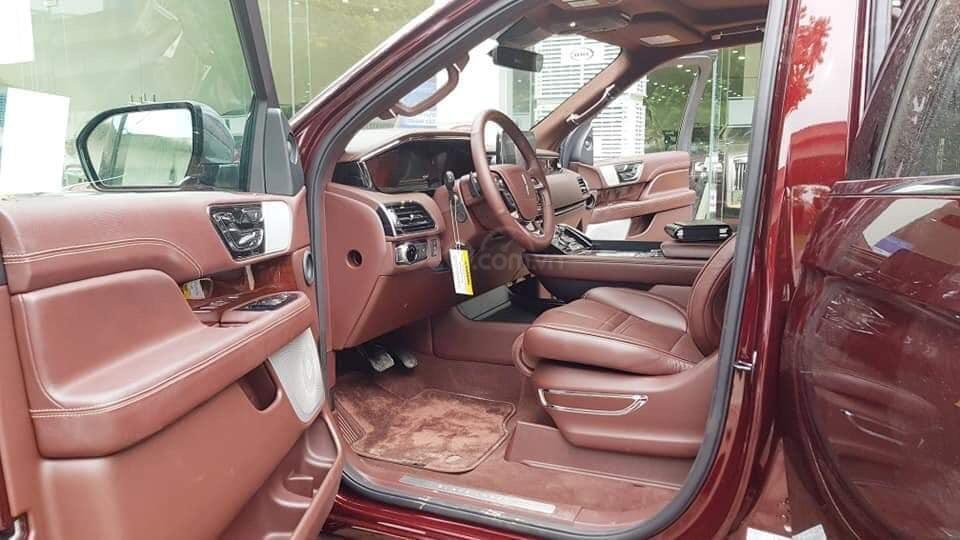 Cần bán Lincoln Navigator sx 2019, màu đỏ, xe nhập (5)