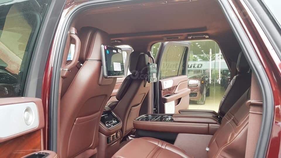 Cần bán Lincoln Navigator sx 2019, màu đỏ, xe nhập (12)