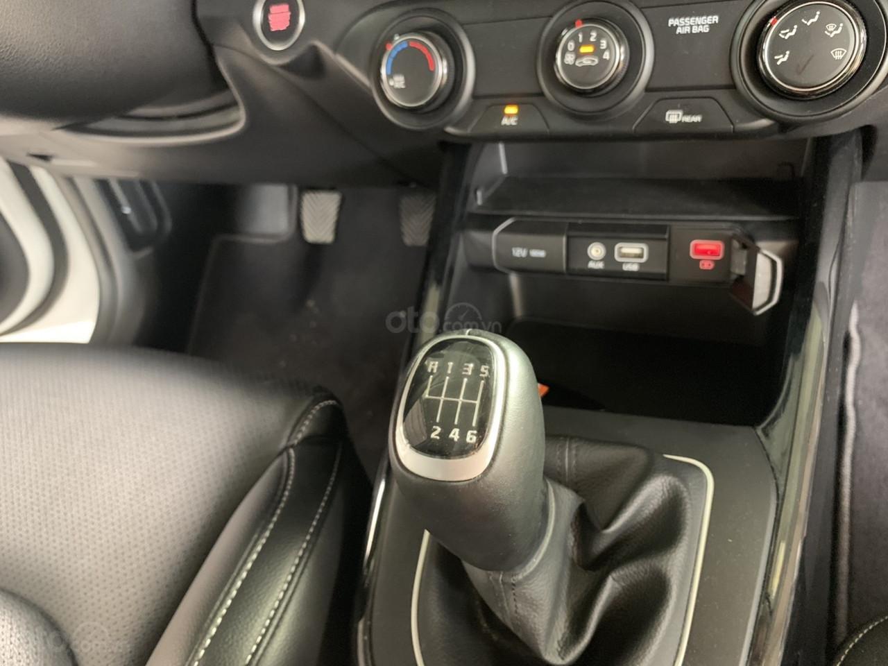 Hãng bán Kia Cerato 1.6MT, màu trắng, đời 2018, form mới 2019 (6)