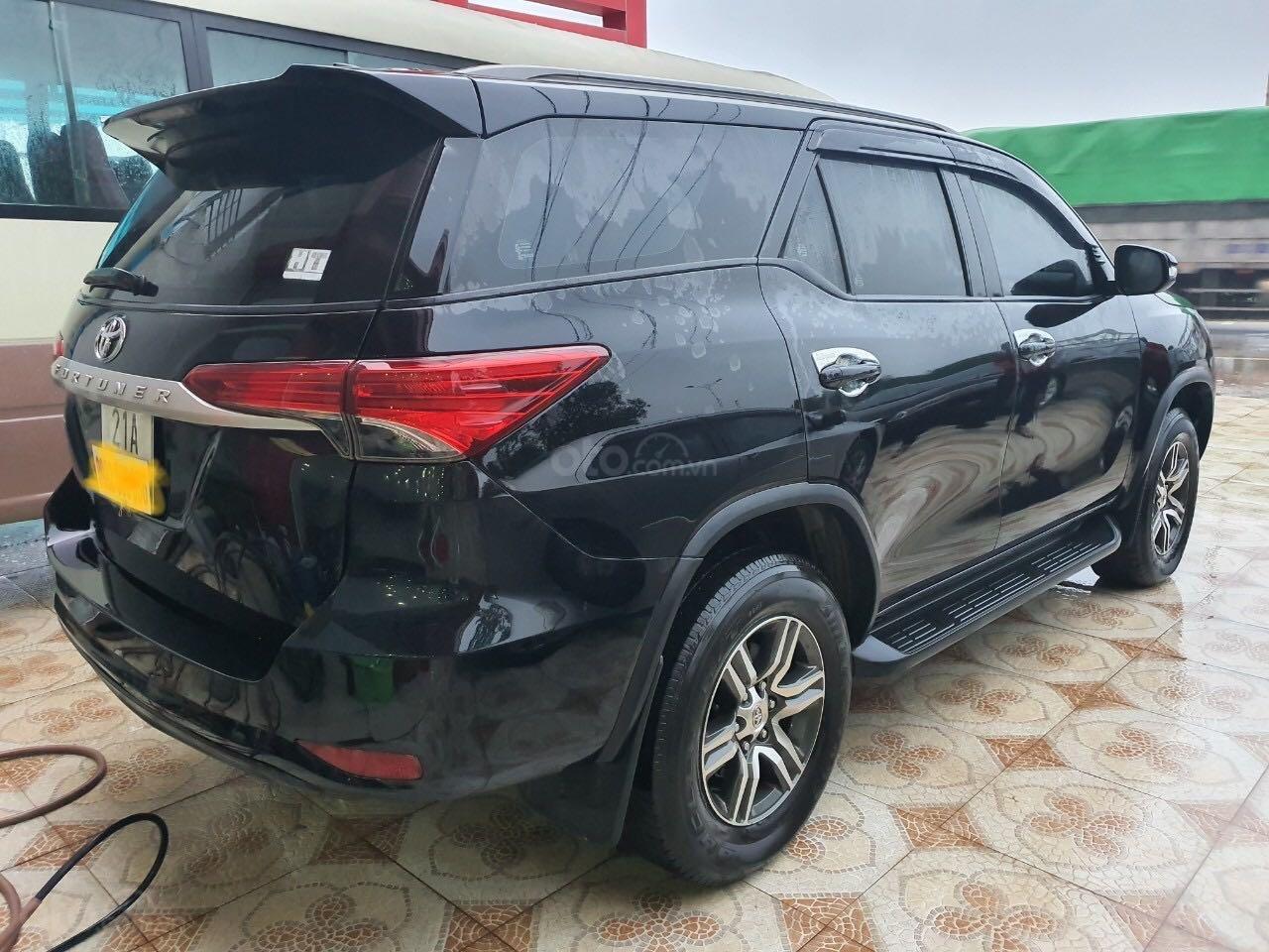 Cần bán gấp Toyota Fortuner 2.5 năm sản xuất 2017, màu đen, xe nhập số sàn, 860tr (4)