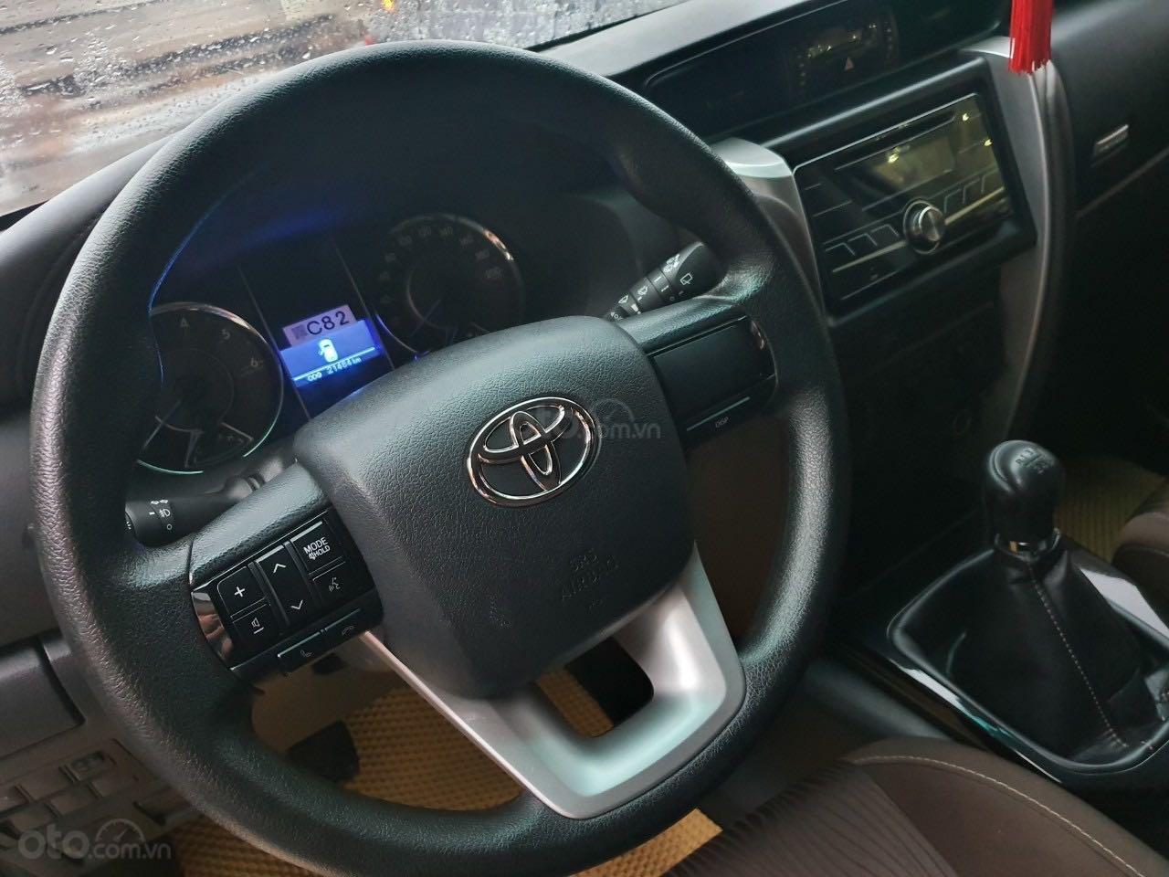 Cần bán gấp Toyota Fortuner 2.5 năm sản xuất 2017, màu đen, xe nhập số sàn, 860tr (6)