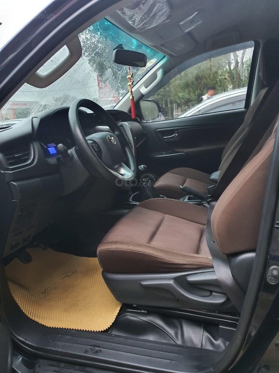 Cần bán gấp Toyota Fortuner 2.5 năm sản xuất 2017, màu đen, xe nhập số sàn, 860tr (8)