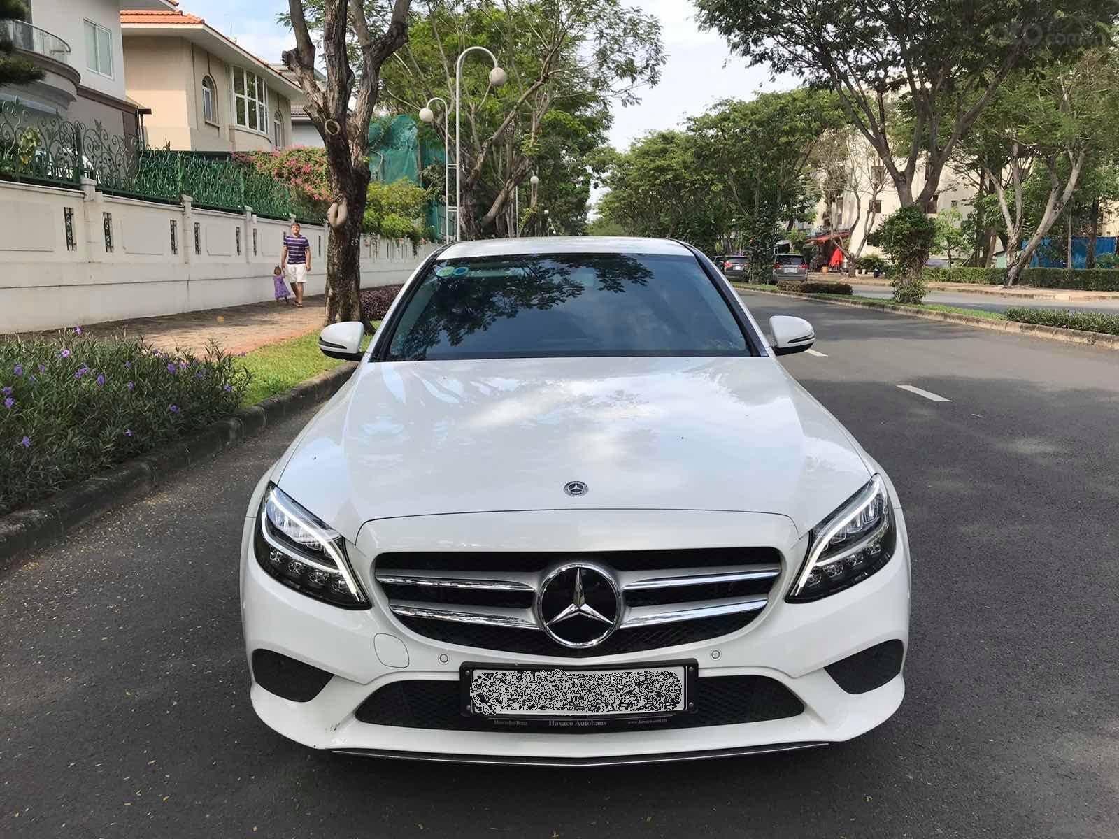 Cần bán gấp Mercedes-Benz C200 class đăng ký lần đầu 2019, màu trắng xe gia đình giá 1 tỷ 420 triệu đồng (1)