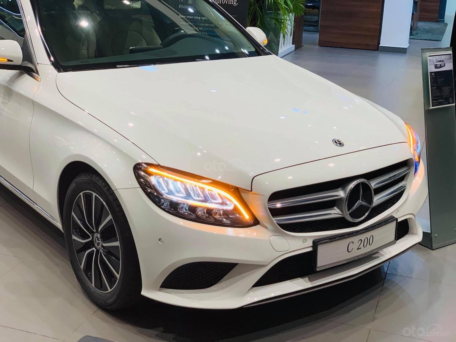 Cần bán gấp Mercedes-Benz C200 class đăng ký lần đầu 2019, màu trắng xe gia đình giá 1 tỷ 420 triệu đồng (5)