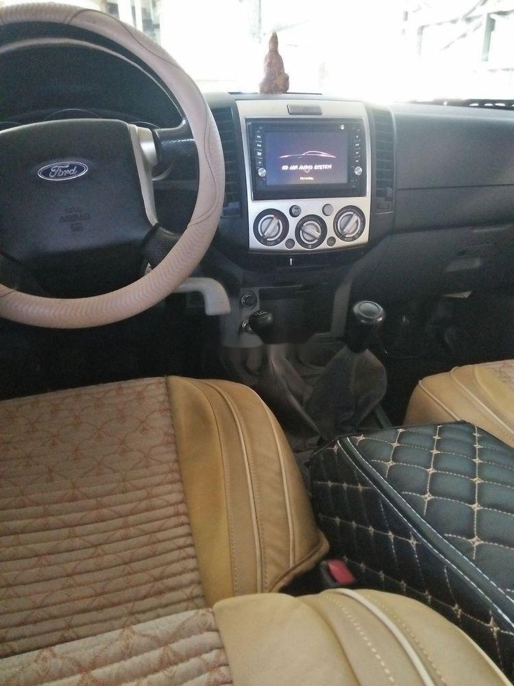 Cần bán gấp Ford Ranger, màu đen, nhập khẩu chính hãng (4)