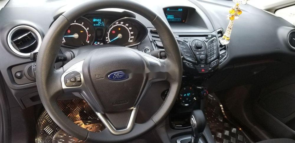Cần bán gấp Ford Fiesta 2018, màu đỏ xe gia đình, xe nguyên bản (12)