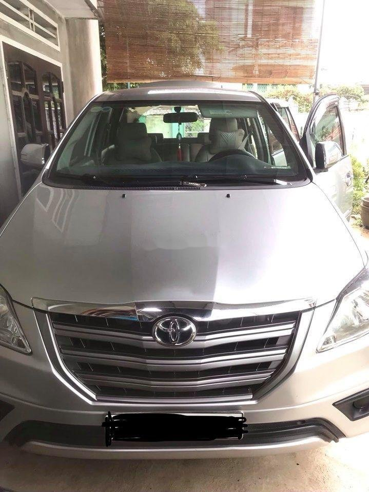 Cần bán Toyota Innova E sản xuất năm 2015, xe gia đình chạy kĩ (1)