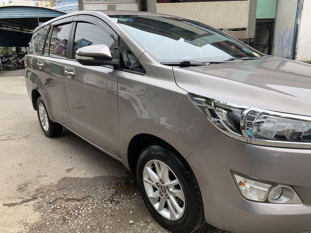 Bán Toyota Innova sản xuất năm 2017, màu bạc, chính chủ, giá cạnh tranh (1)