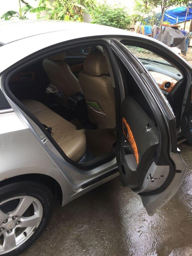 Cần bán lại xe Chevrolet Cruze đời 2010, màu bạc số sàn (3)