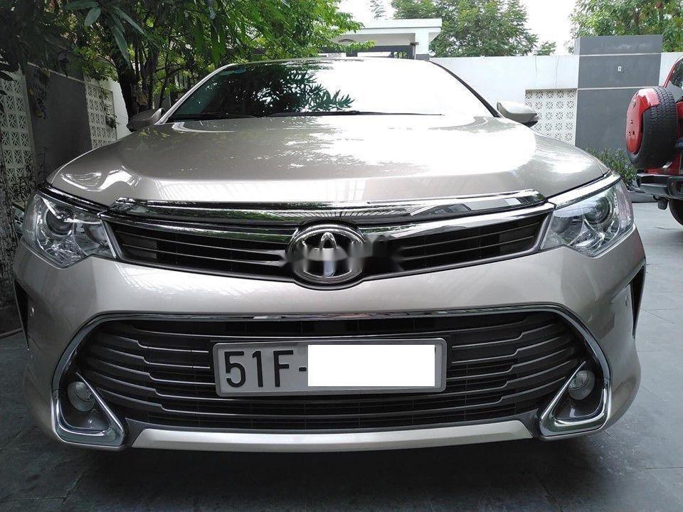 Bán Toyota Camry đời 2015, màu vàng, biển số SG (1)