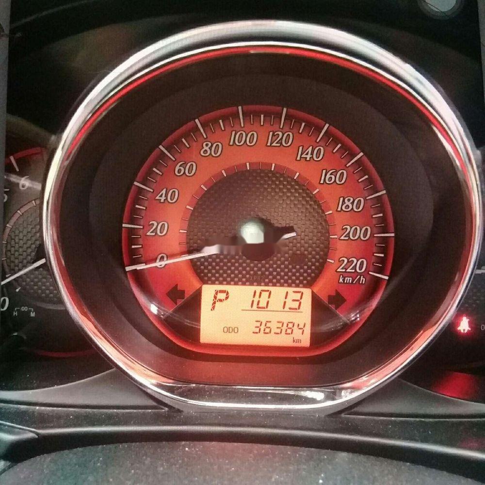Cần bán gấp Toyota Yaris năm 2014, màu đỏ, xe nhập (4)