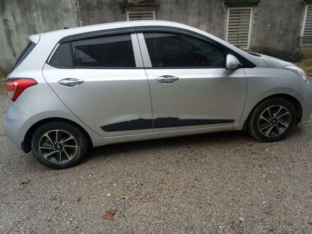 Cần bán xe Hyundai Grand i10 sản xuất năm 2017, màu bạc, nhập khẩu chính hãng (2)