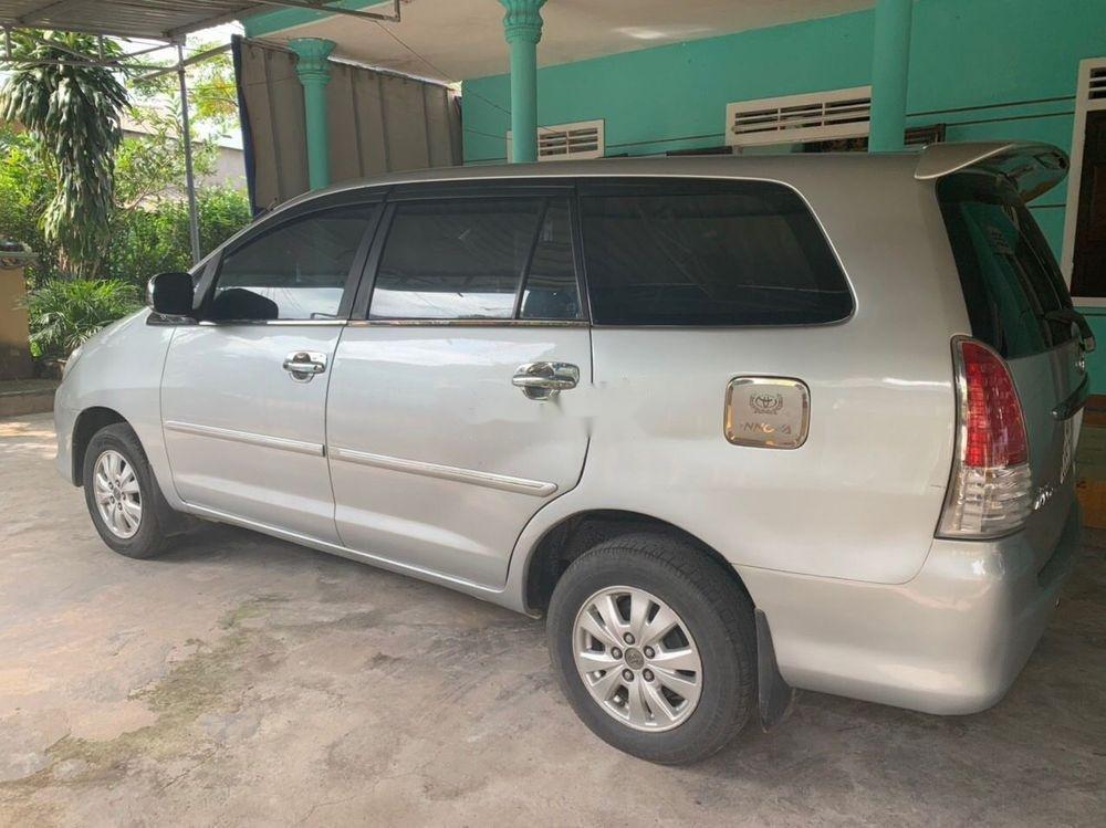 Bán Toyota Innova năm 2011, màu bạc, giá chỉ 390 triệu (3)