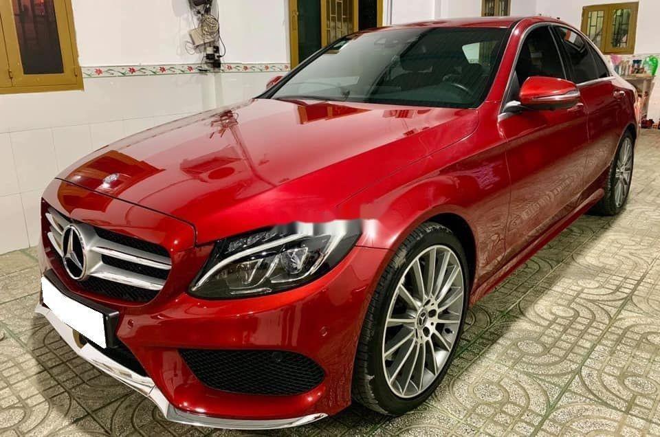 Bán Mercedes sản xuất 2018, màu đỏ còn mới, xe nguyên bản (1)