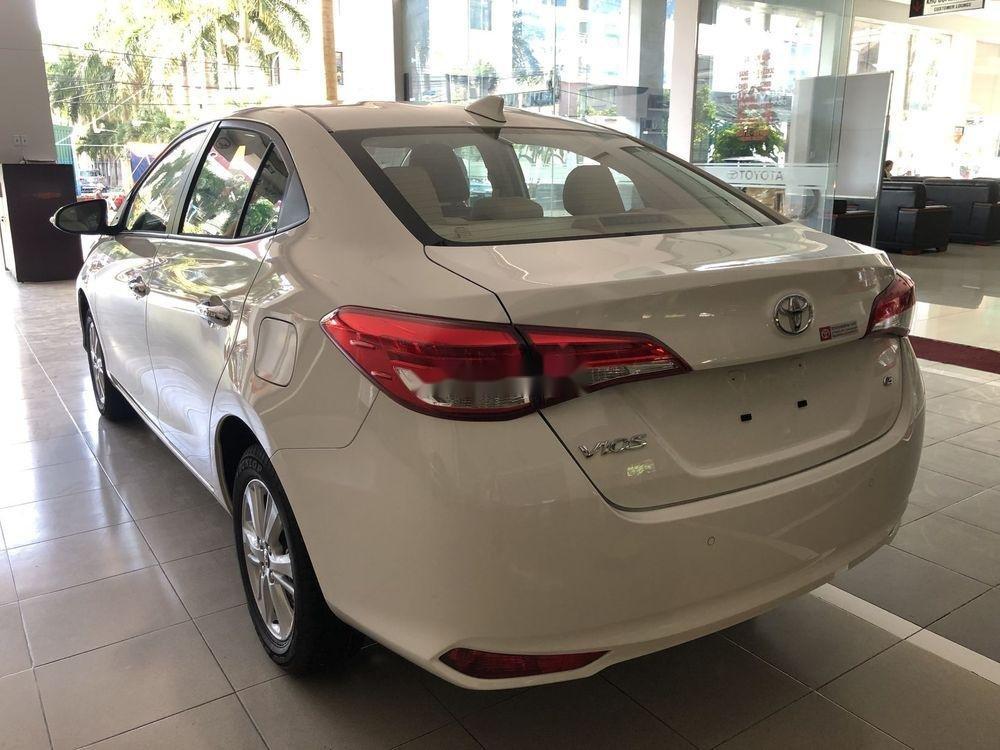 Cần bán xe Toyota Vios năm sản xuất 2019, màu trắng, giá tốt (4)