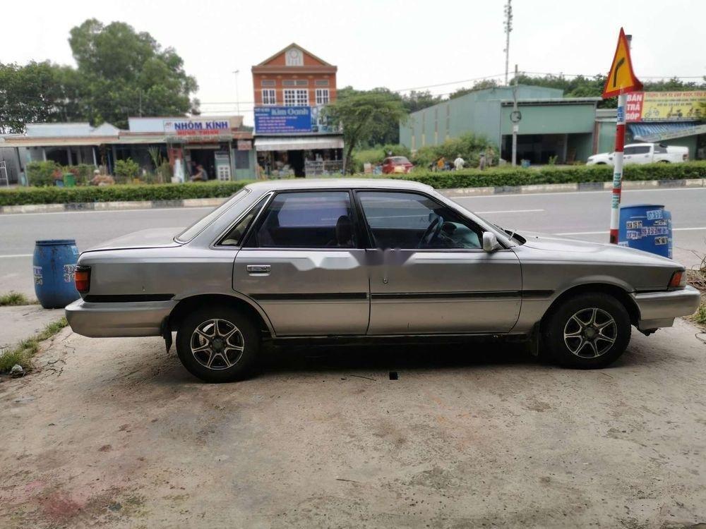 Cần bán xe Toyota Camry đời 1986, màu bạc, nhập khẩu, giá 45tr (2)